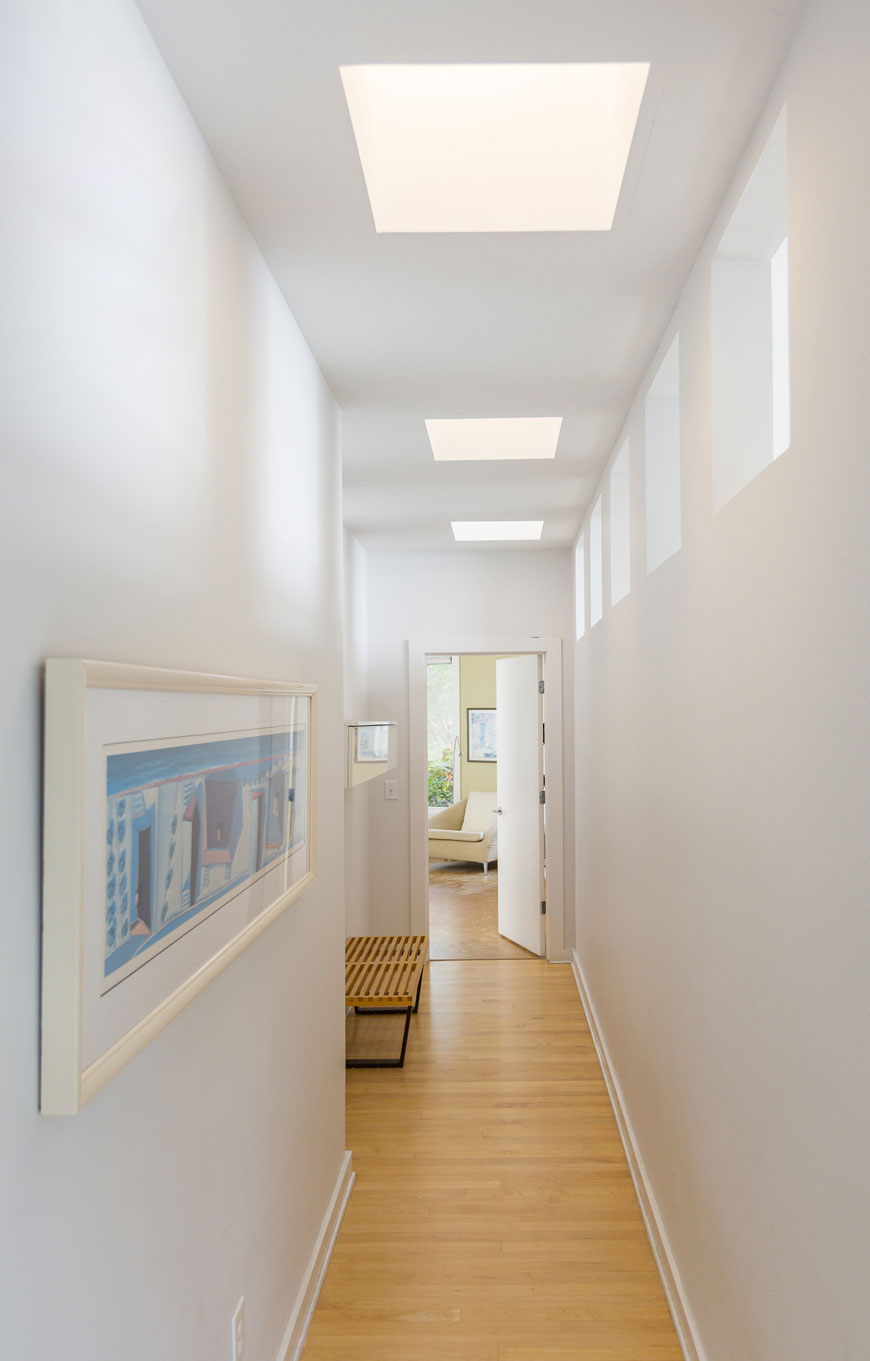 Simple hallway designed by Kepes Architecture